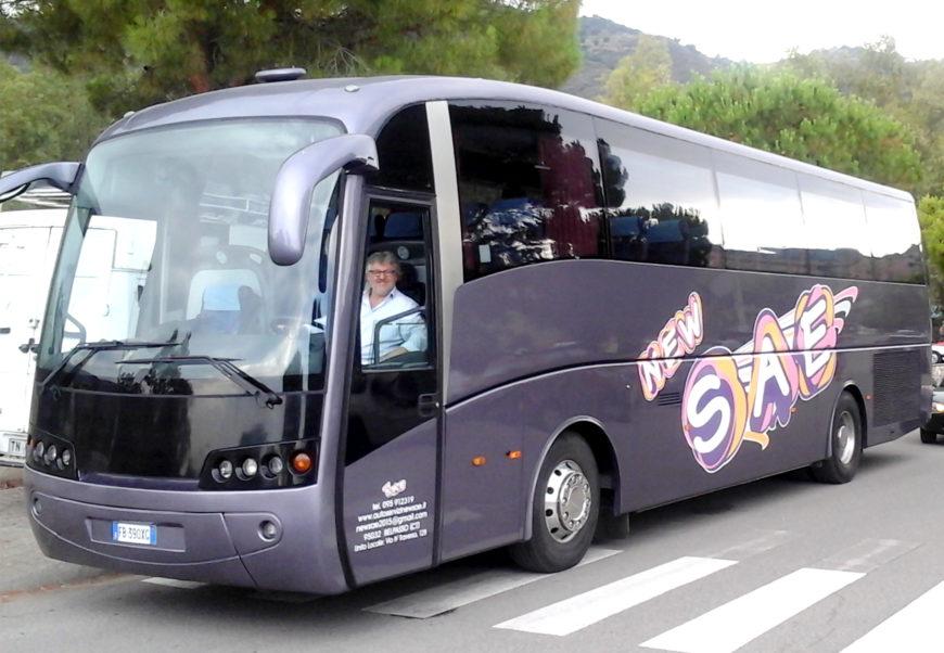 Pullman Volvo Sideral [Pax 53] + Hostess + Autista